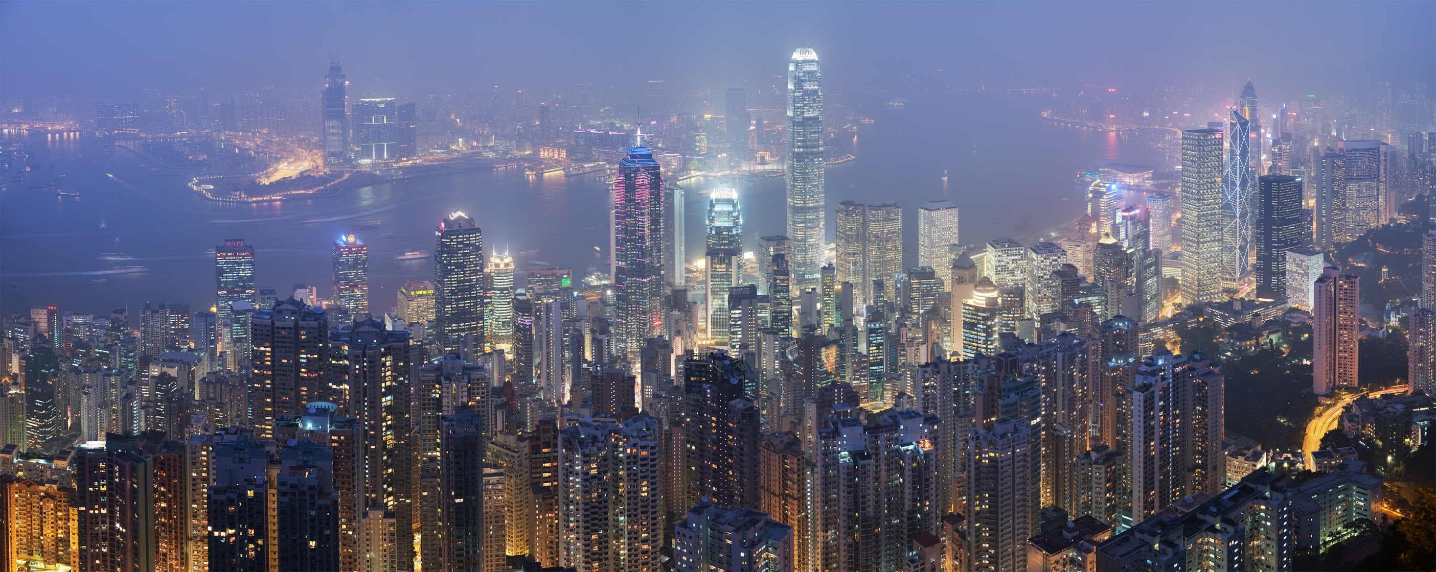 Hong_Kong_Skyline_-_Dec_20071
